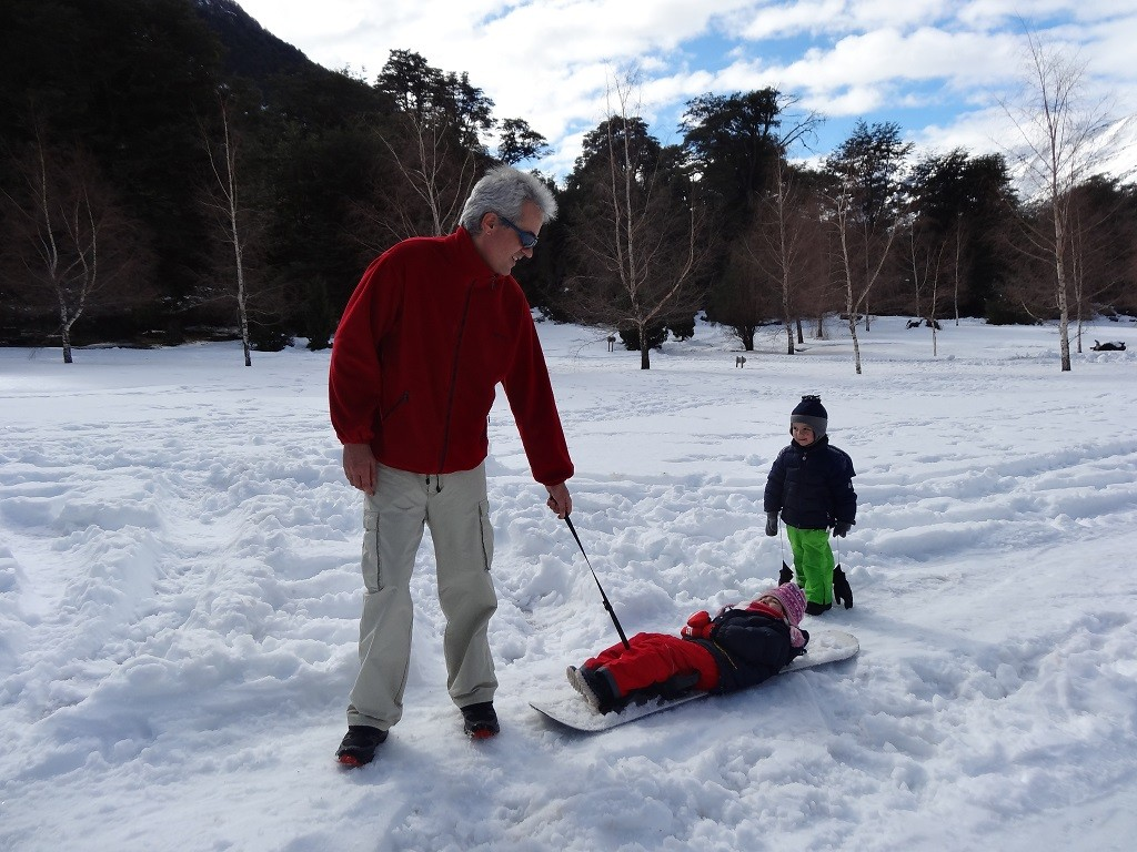 Jugando en la nieve en Peuma Hue