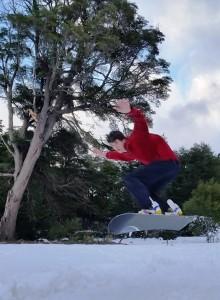 Haciendo snowboard en Peuma Hue